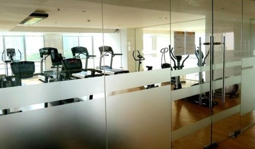 fitness centrum Baan Sathorn River and Pool view
