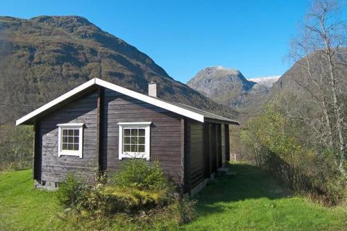 Three-Bedroom Holiday home in Sogndal 2