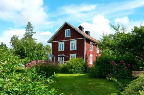Five-Bedroom Holiday home in Åseda
