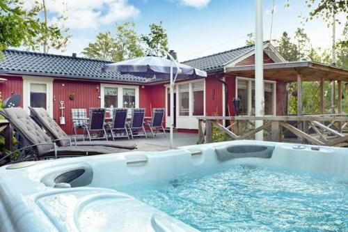 Three-Bedroom Holiday home in Hallstavik