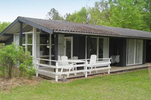 Three-Bedroom Holiday home in Glesborg 2