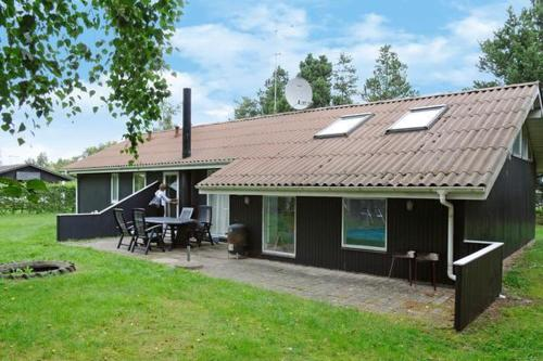 Three-Bedroom Holiday home in Ørsted 2