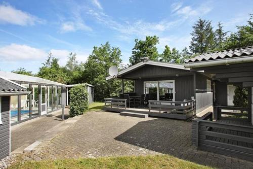Three-Bedroom Holiday home in H�jslev 1
