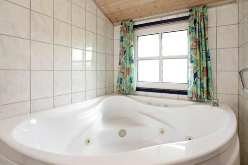 Three-Bedroom Holiday home in Hemmet 4