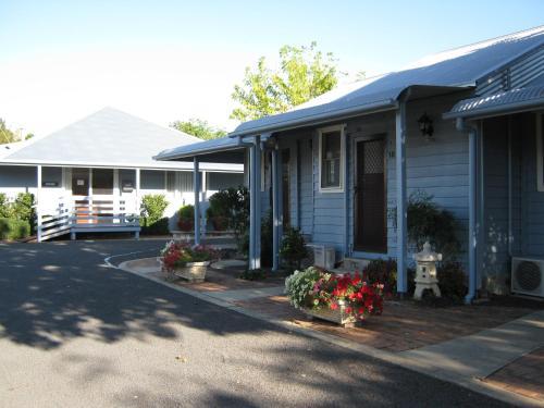 Canberra Avenue Villas