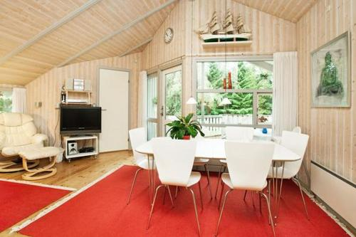 Three-Bedroom Holiday home in Væggerløse 4