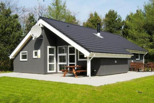 Three-Bedroom Holiday home in Oksbøl 2