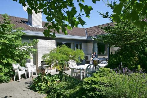 Six-Bedroom Holiday home in Gilleleje 1