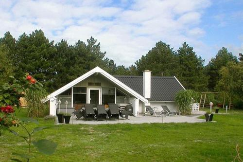 Three-Bedroom Holiday home in Rødby 4
