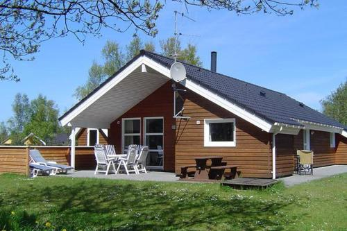 Three-Bedroom Holiday home in Oksb�l 10