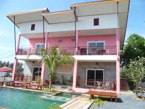 Pinky Bungalow (Bed and Breakfast)