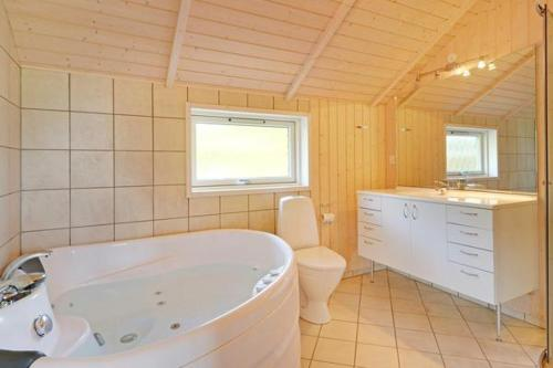 Veure totes les 25 fotos Four-Bedroom Holiday home in Hemmet 10