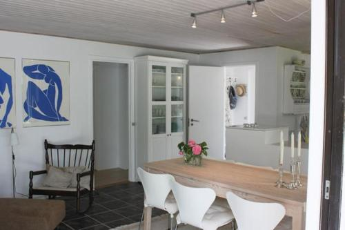 Three-Bedroom Holiday home in Dronningmølle 7