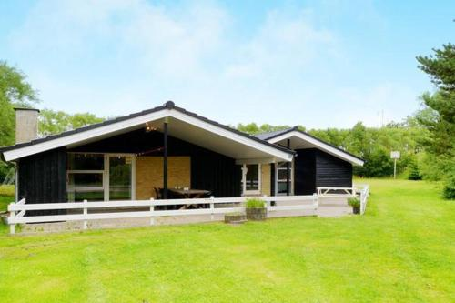 Four-Bedroom Holiday home in Oksb�l 7