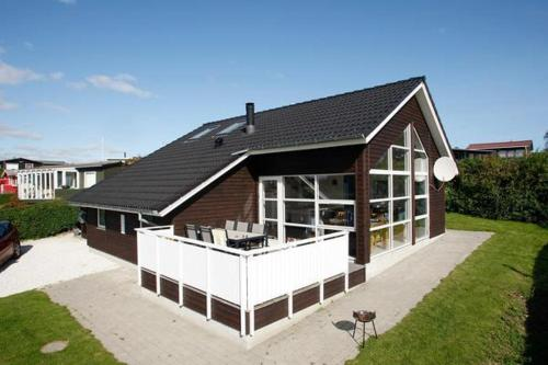 Two-Bedroom Holiday home in Juelsminde 2