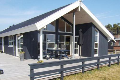 Three-Bedroom Holiday home in Humble 9