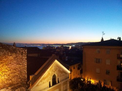 Rare Sea View Apartment, Vieux Nice