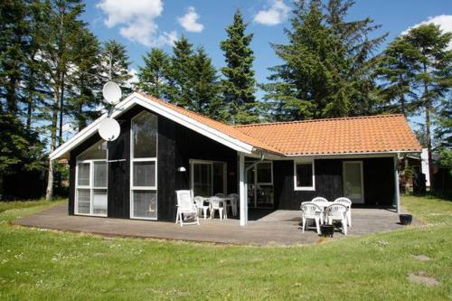 Four-Bedroom Holiday home in Hals 13