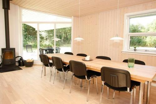 Four-Bedroom Holiday home in Hals 14