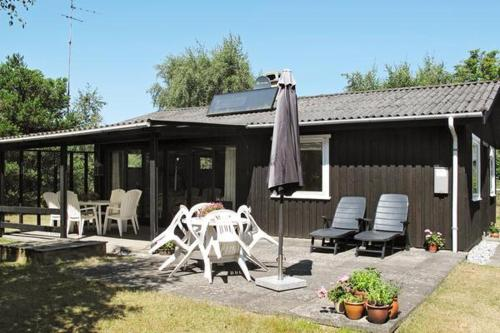 Отель Three-Bedroom Holiday home in Væggerløse 35 0 звёзд Дания