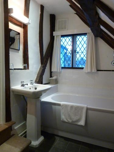 Twin Room with Private Bathroom - Churchill