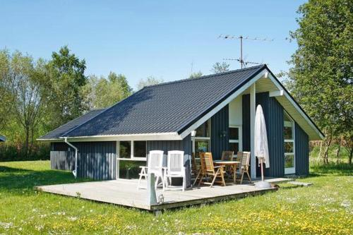 Three-Bedroom Holiday home in Strandby 8