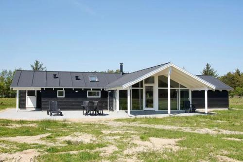 Four-Bedroom Holiday home in Ålbæk 8