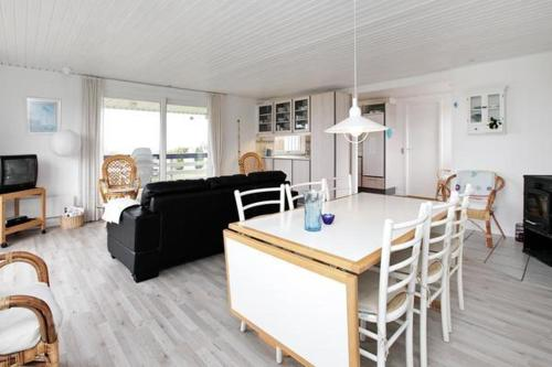 Three-Bedroom Holiday home in Allingåbro 7