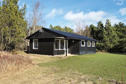 Отель Three-Bedroom Holiday home in Ålbæk 46 0 звёзд Дания