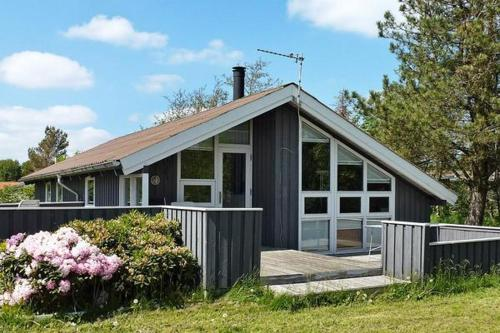 Three-Bedroom Holiday home in Strandby 12