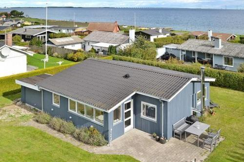 Three-Bedroom Holiday home in Frørup 6