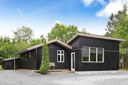 Four-Bedroom Holiday home in Fårvang 4