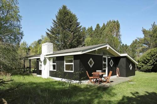 Two-Bedroom Holiday home in Ålbæk 10