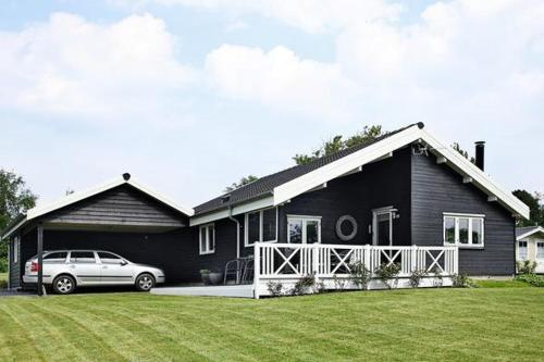 Two-Bedroom Holiday home in Roslev 10