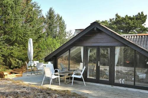 Two-Bedroom Holiday home in Henne 9