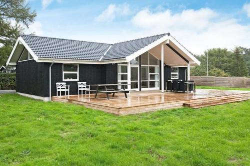 Three-Bedroom Holiday home in Holb�k 3