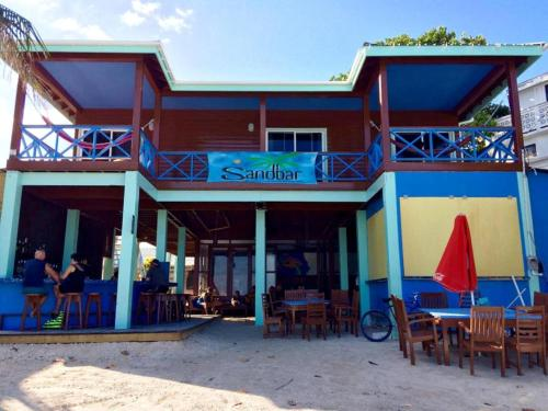 Sandbar Beachfront Hostel & Restaurant, San Pedro