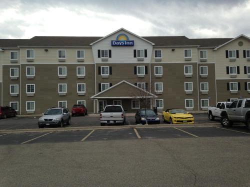 Picture of Days Inn and Suites Rochester