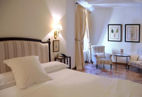 Comfort Double Room Hotel Puerta de la Luna 1