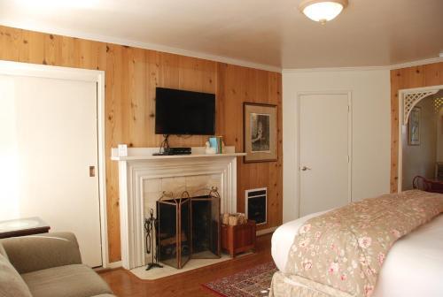 Carmel Garden Inn CarmelCentral Coast BedroomVillascom