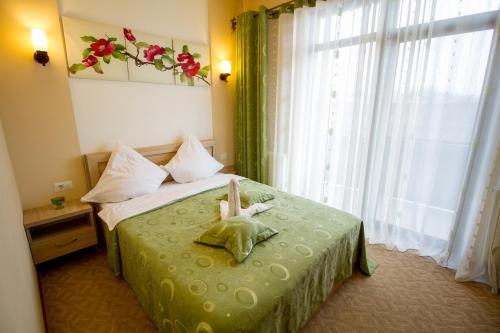 Green Garden Resort BC 1284811
