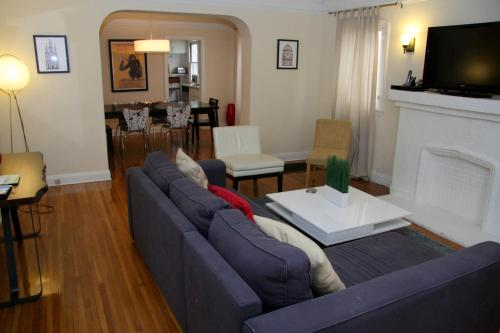Vintage Two Bedroom West Hollywood Vacation Apartment 6