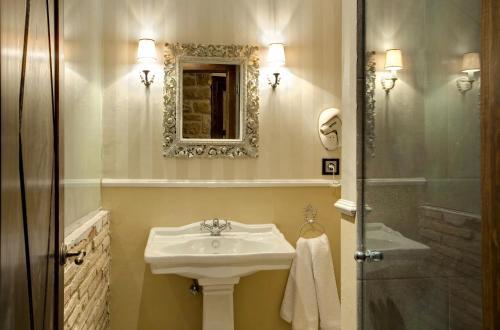 Suite Hotel Real Posada De Liena 3