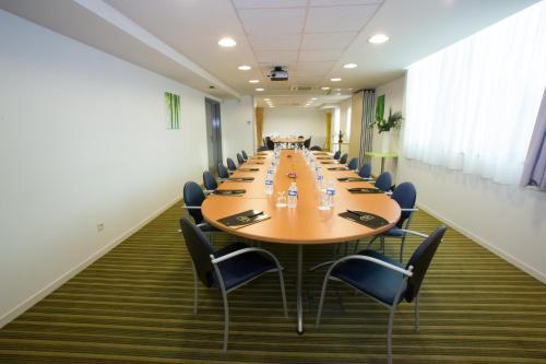 All suites appart h tel bordeaux lac bordeaux for Appart hotel bordeaux