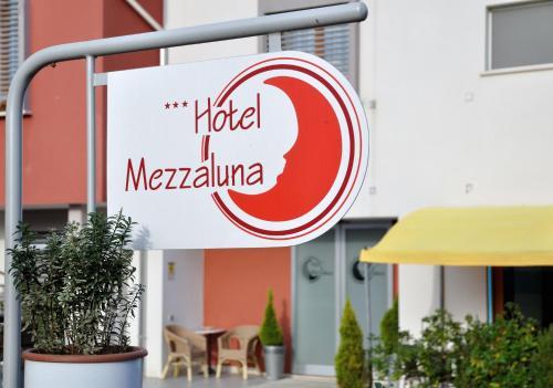 Отель Hotel Mezzaluna 3 звезды Италия