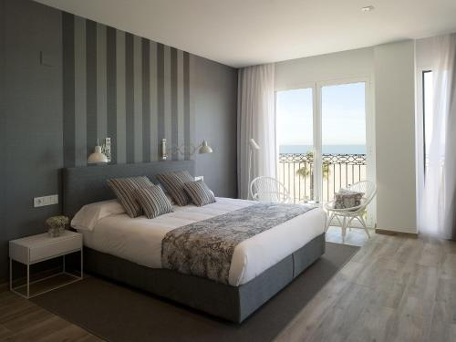 Suite Junior con vistas al mar Hotel Boutique Balandret 2