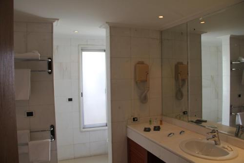photo - Bathroom Cabinets Beirut Lebanon