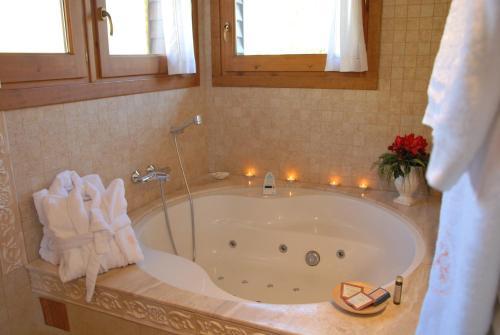 Junior Suite with hydromassage bath Hotel Selba d'Ansils 4
