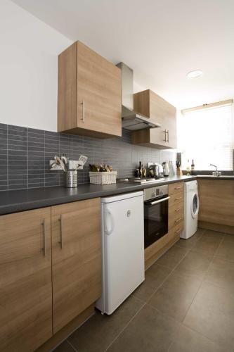 Dolphin House Serviced Apartments - image 21