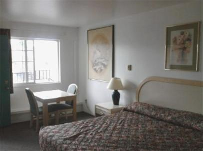 Photo of Golden Knight Motel Hotel Bed and Breakfast Accommodation in Gresham Oregon